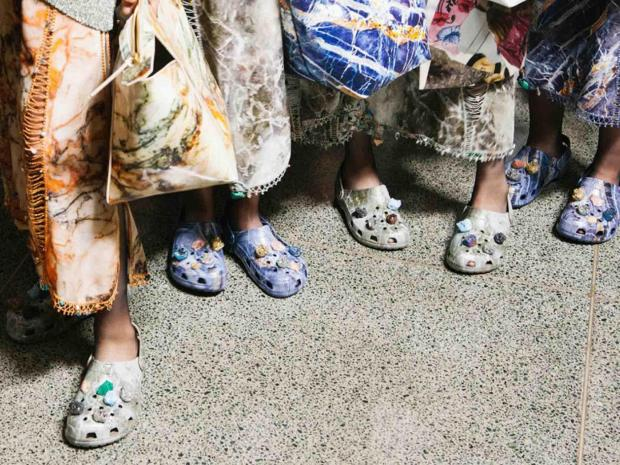 christopher-kane-ss17 crocs the independent fashion style trends designer shoes pantofi