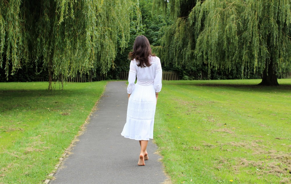 mihaela gurau ootd outfit post autumn lupsona white dress lace london